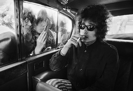 [ Bob Dylan, Fans Looking in Limousine, London, 1966 ]